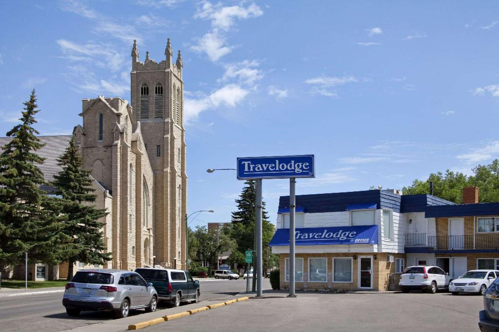 Exterior view Travelodge by Wyndham Moose Jaw