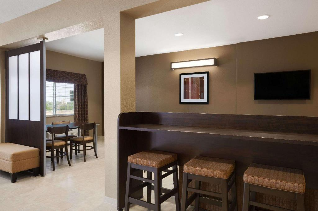 Lobi Microtel Inn & Suites by Wyndham Pleasanton