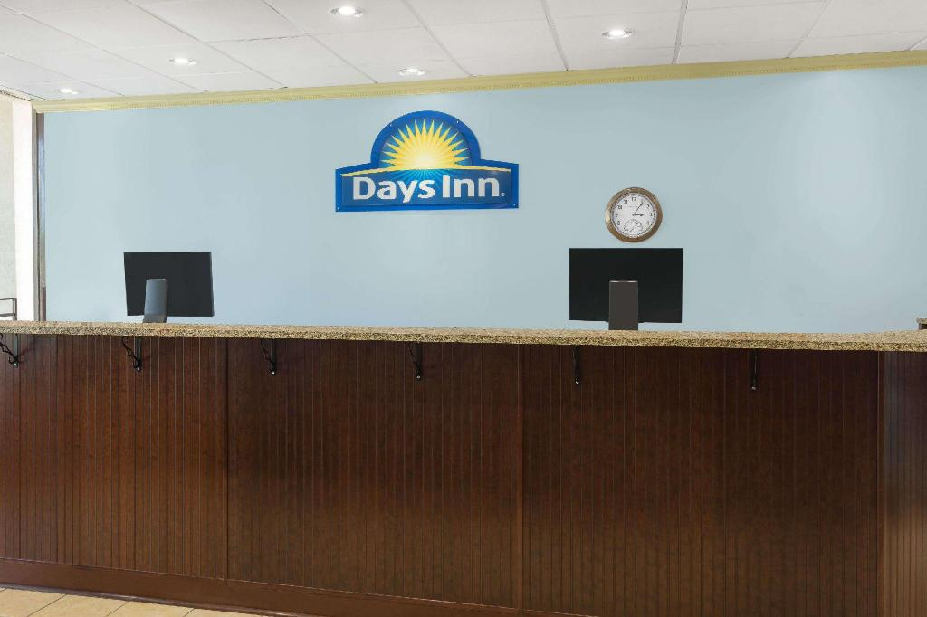 לובי Days Inn by Wyndham Mt Pleasant-Charleston-Patriots Point