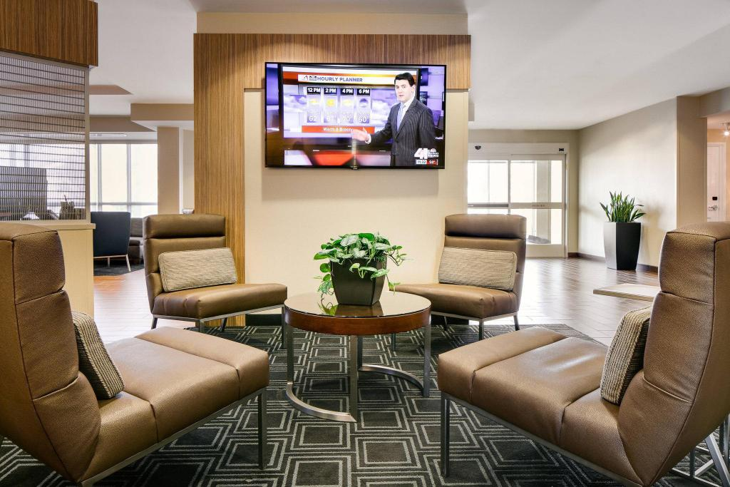 Lobby TownePlace Suites Kansas City Airport