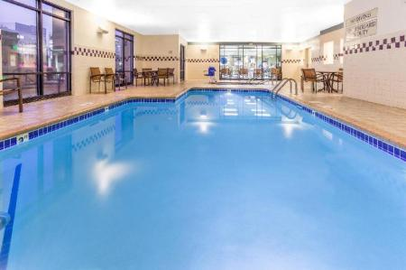 Swimming pool SpringHill Suites Minneapolis West/St. Louis Park