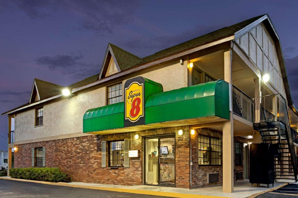 坦帕U.S.F.速8酒店-近布希花园市中心 (Super 8 By Wyndham Tampa U.S.F. Near Busch Gardens Downtown)