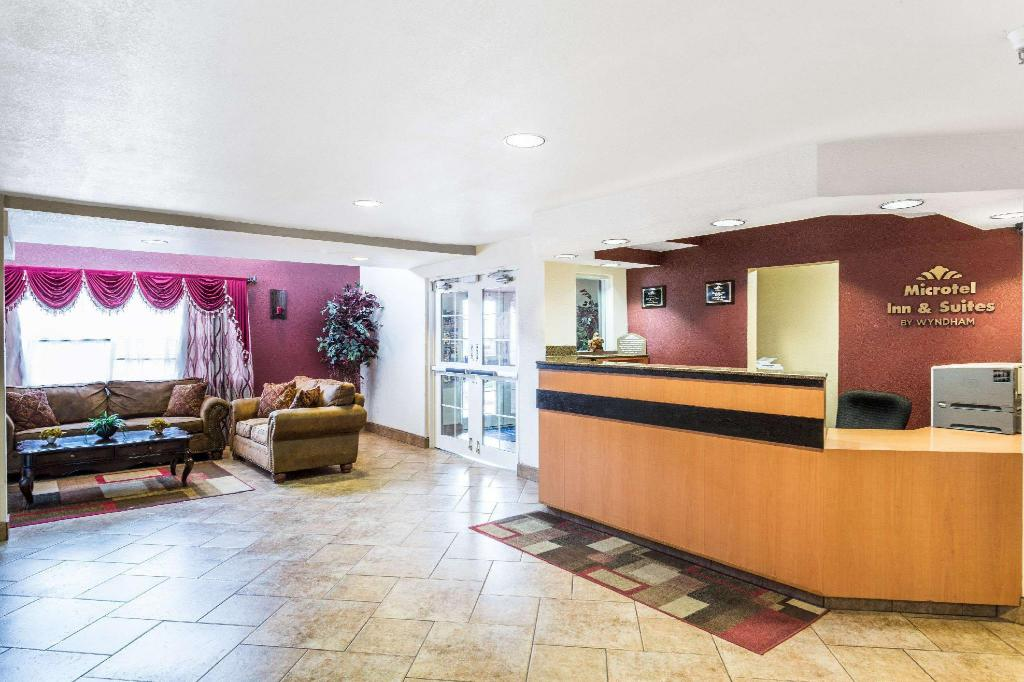 Lobby Microtel Inn & Suites by Wyndham Salt Lake City Airport