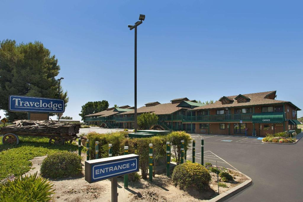 勒穆尔海军航空站旅游旅馆 (Travelodge by Wyndham Lemoore Near Naval Air Station)