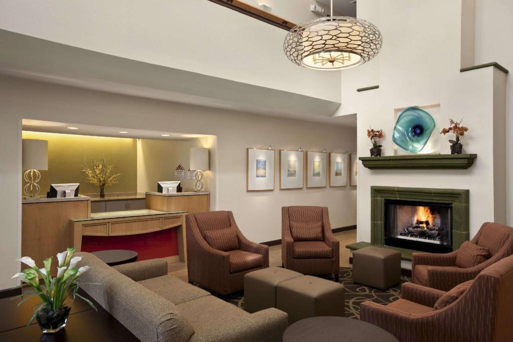 Hawthorn Suites By Wyndham Overland