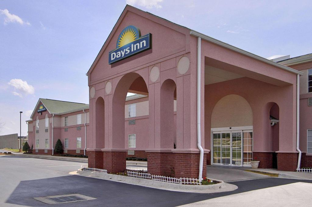 More about Days Inn & Suites by Wyndham Huntsville