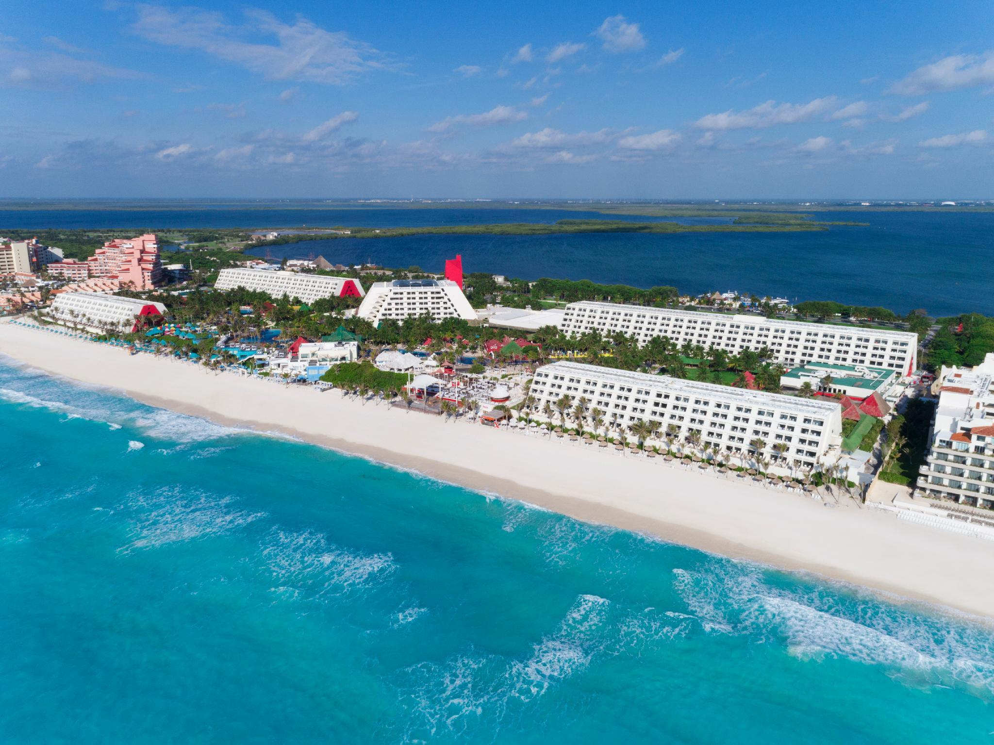 Similar hotels to Grand Oasis Cancun All Inclusive Hotel