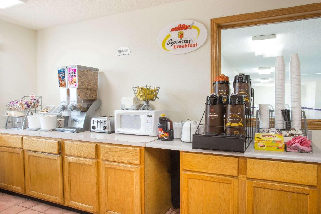 Kafe Super 8 By Wyndham Monmouth Il