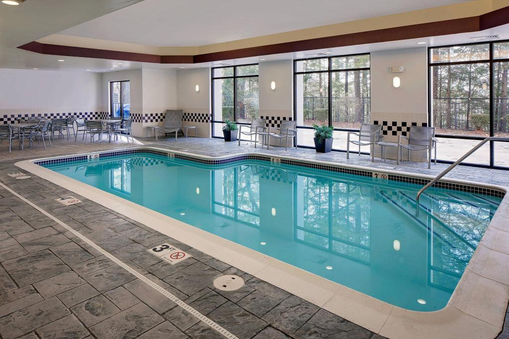 Best price on springhill suites manchester boston regional airport in manchester nh reviews for Manchester airport hotels with swimming pool