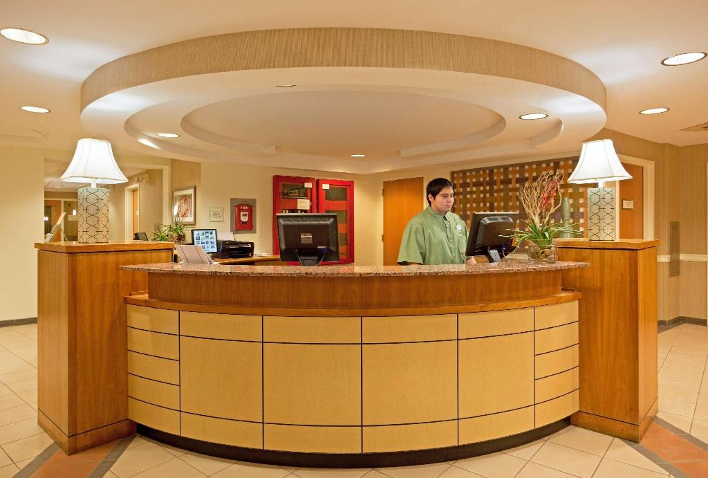 Lobi La Quinta Inn & Suites Boston Somerville