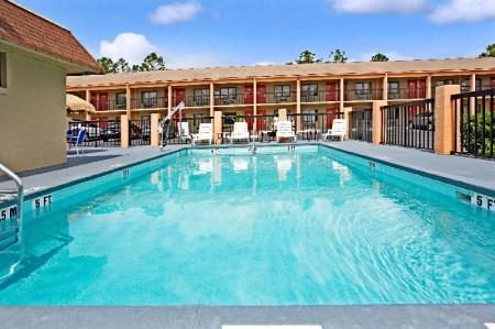 Außenpool Super 8 By Wyndham Kissimmee Maingate Orlando Area