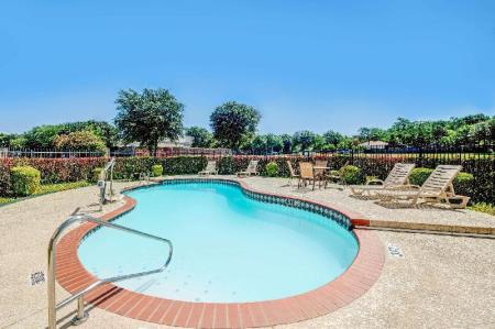 Swimming pool [outdoor] Super 8 By Wyndham Mckinney/Plano Area