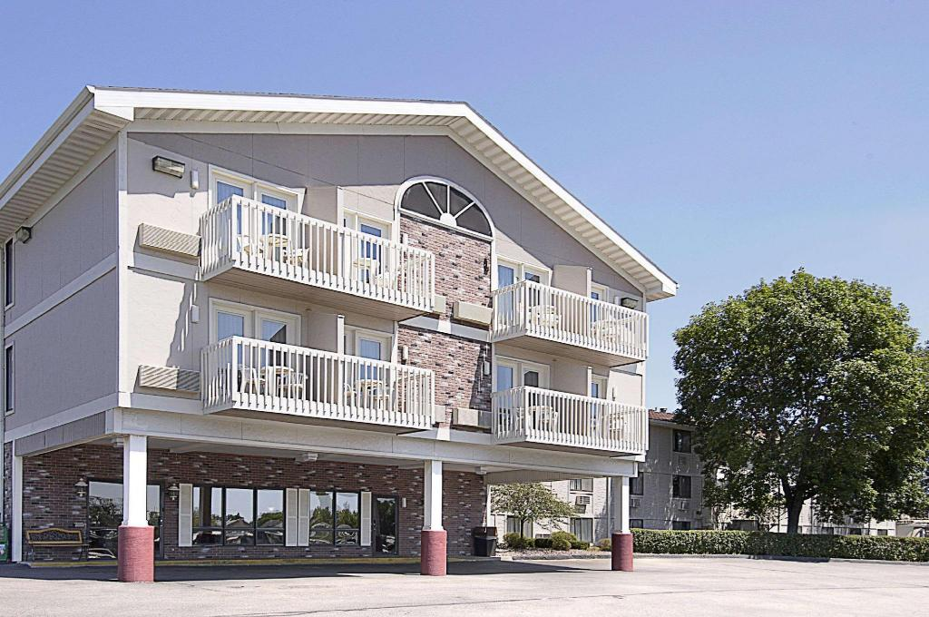 Super 8 By Wyndham Rochester  Fairgrounds Area In Rochester  Mn