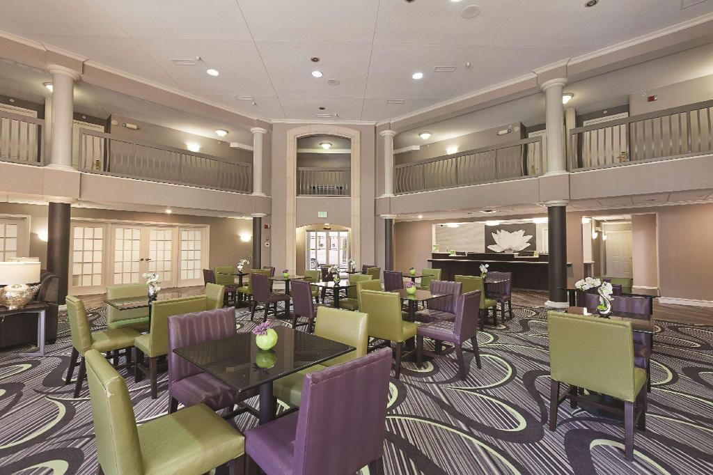 Tampilan interior La Quinta Inn & Suites Raleigh Durham International Airport