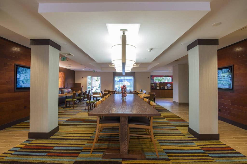 Tampilan interior Fairfield Inn & Suites Greenwood