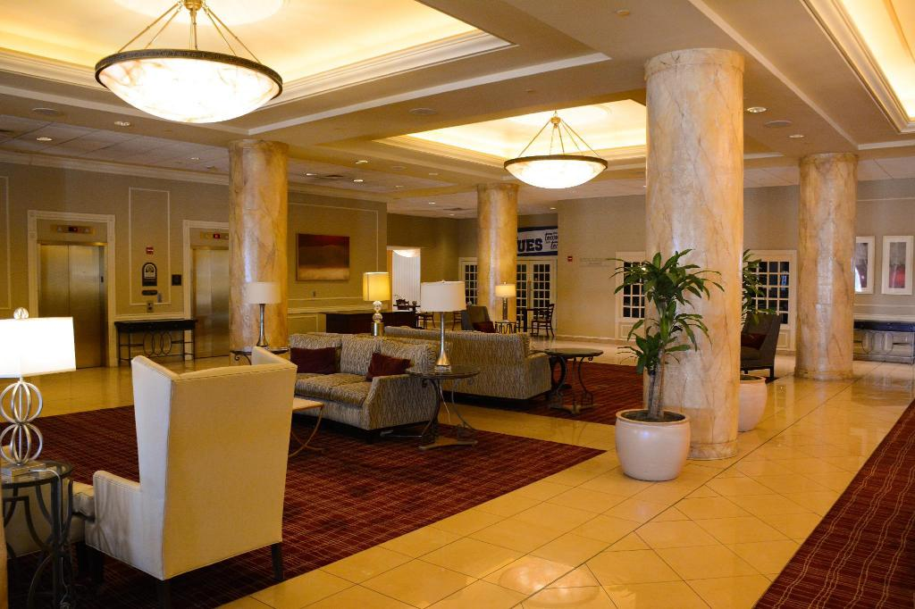 Lobi Red Lion Hotel St Louis City Center