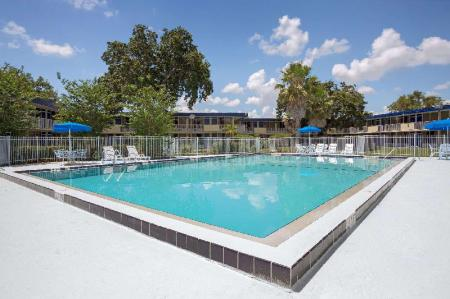 Außenpool Days Inn by Wyndham Kissimmee FL