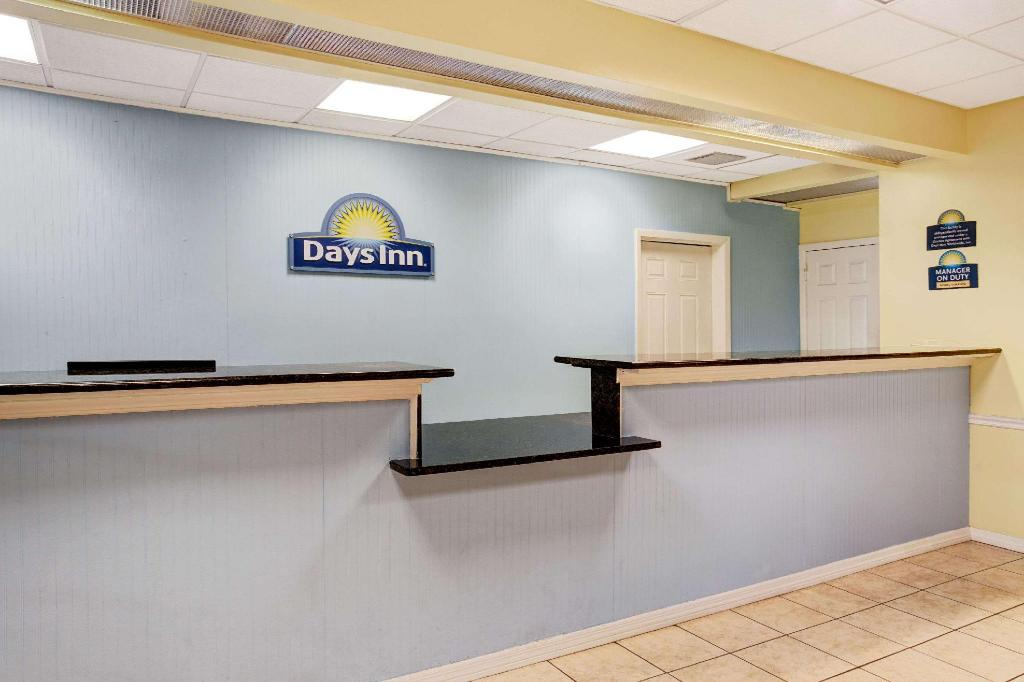 Empfangshalle Days Inn by Wyndham Kissimmee FL