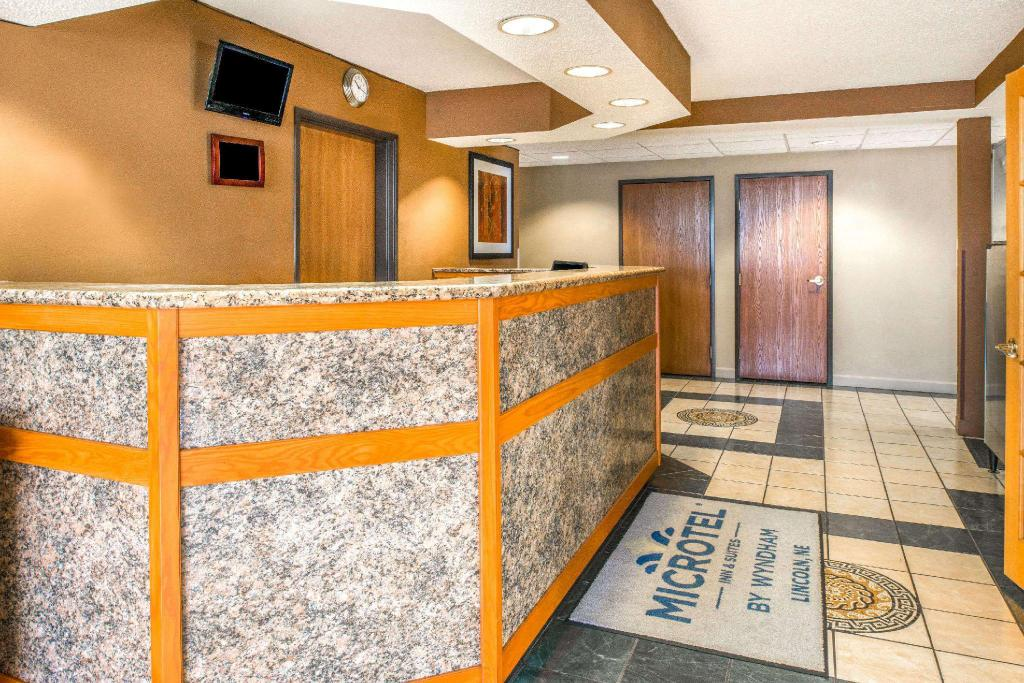 Lobi Microtel Inn & Suites by Wyndham Lincoln