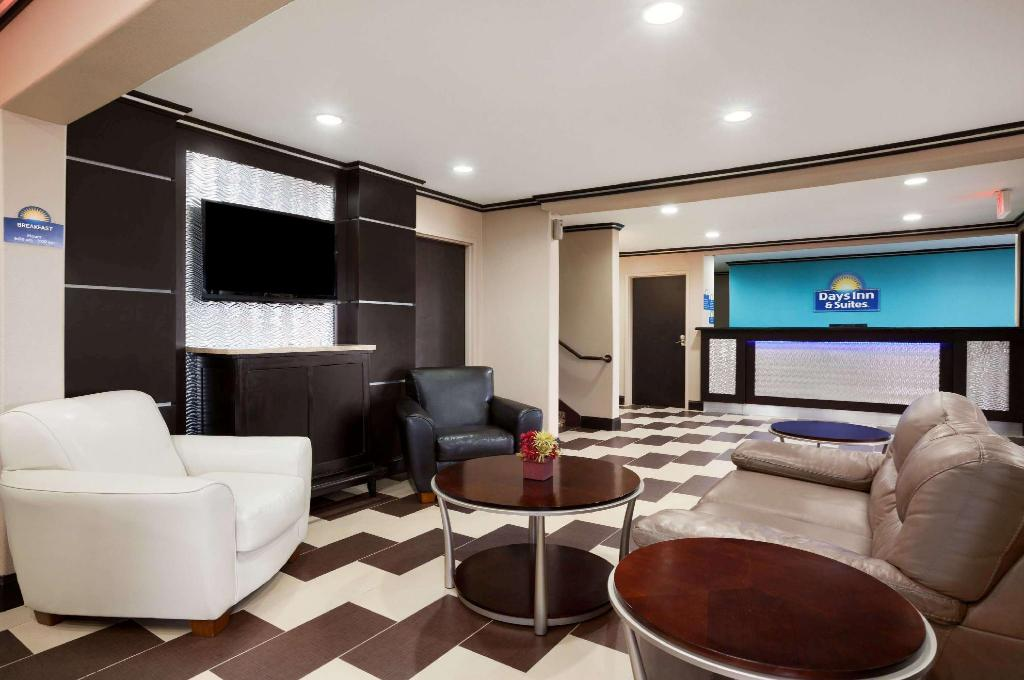 Lobi Days Inn & Suites by Wyndham Conroe North