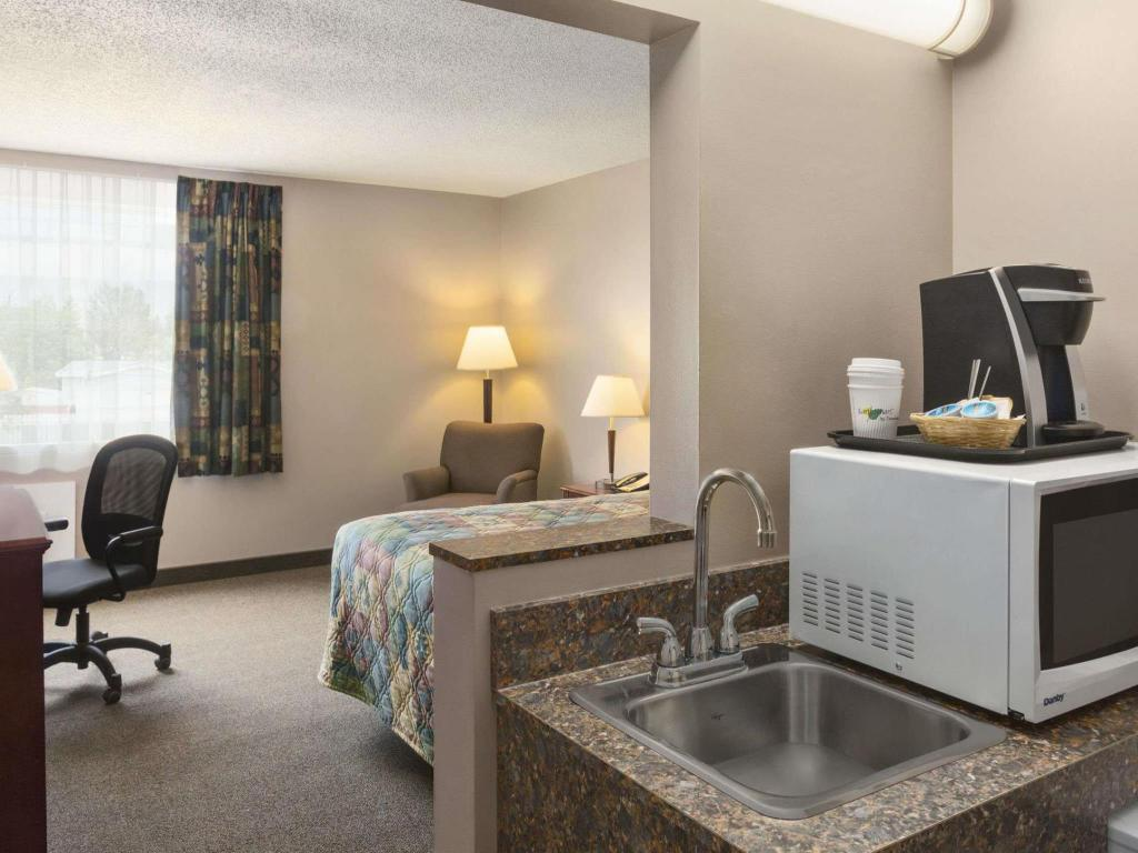 Tampilan interior Travelodge Hanna Canada Grey