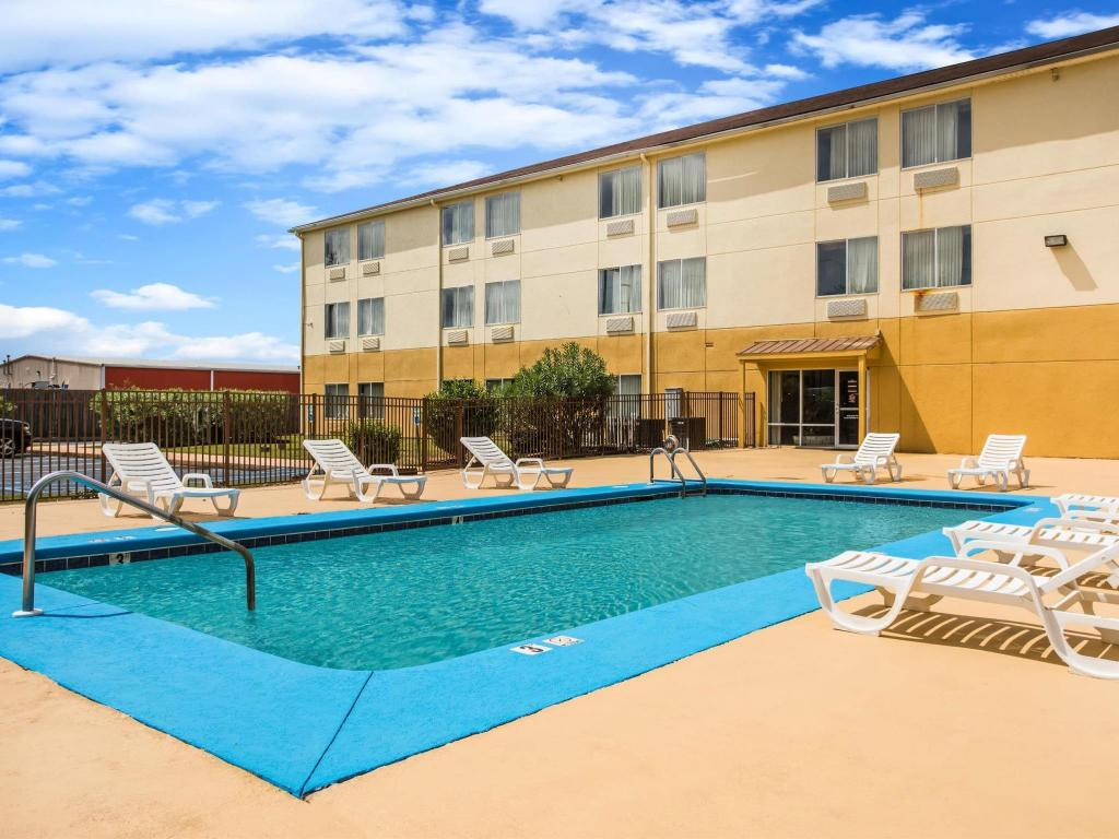 Piscină Days Inn & Suites by Wyndham Foley