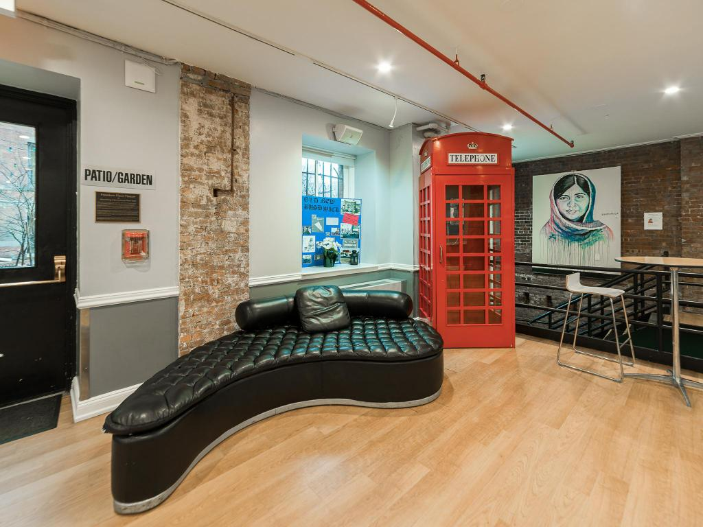 Lobby Hostelling International New York