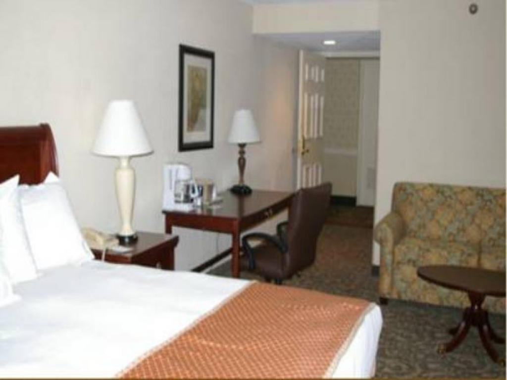 Queen Room with Sofa Bed Sturbridge Host Hotel And Conference Center