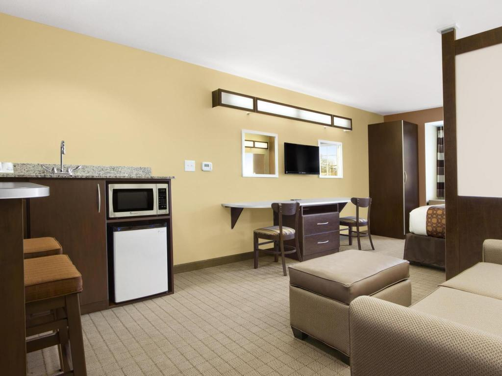 Tampilan interior Microtel Inn & Suites by Wyndham Shelbyville