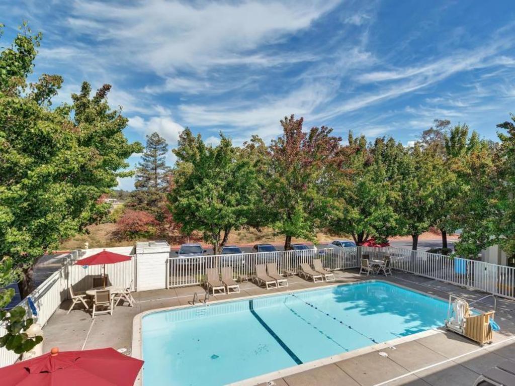Motel 6 Santa Rosa North In Santa Rosa Ca Room Deals Photos Reviews