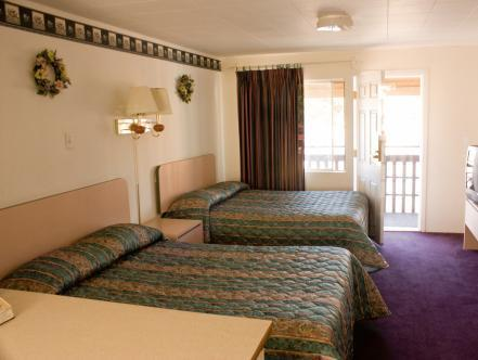 Double Room With Two Double Beds   Bed Sea Garden Motel