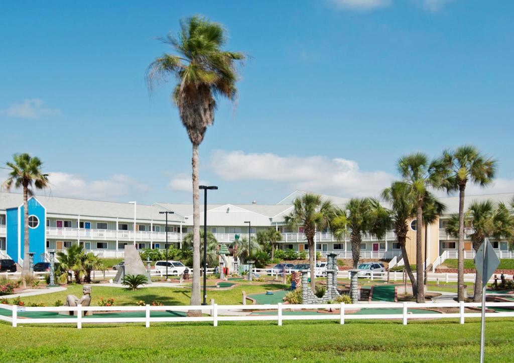 Inn at the Waterpark in Galveston (TX) - Room Deals, Photos
