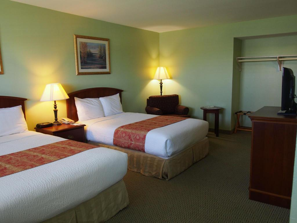 Queen Room with Two Queen Beds - Non-Smoking - Bed Inn at the Waterpark