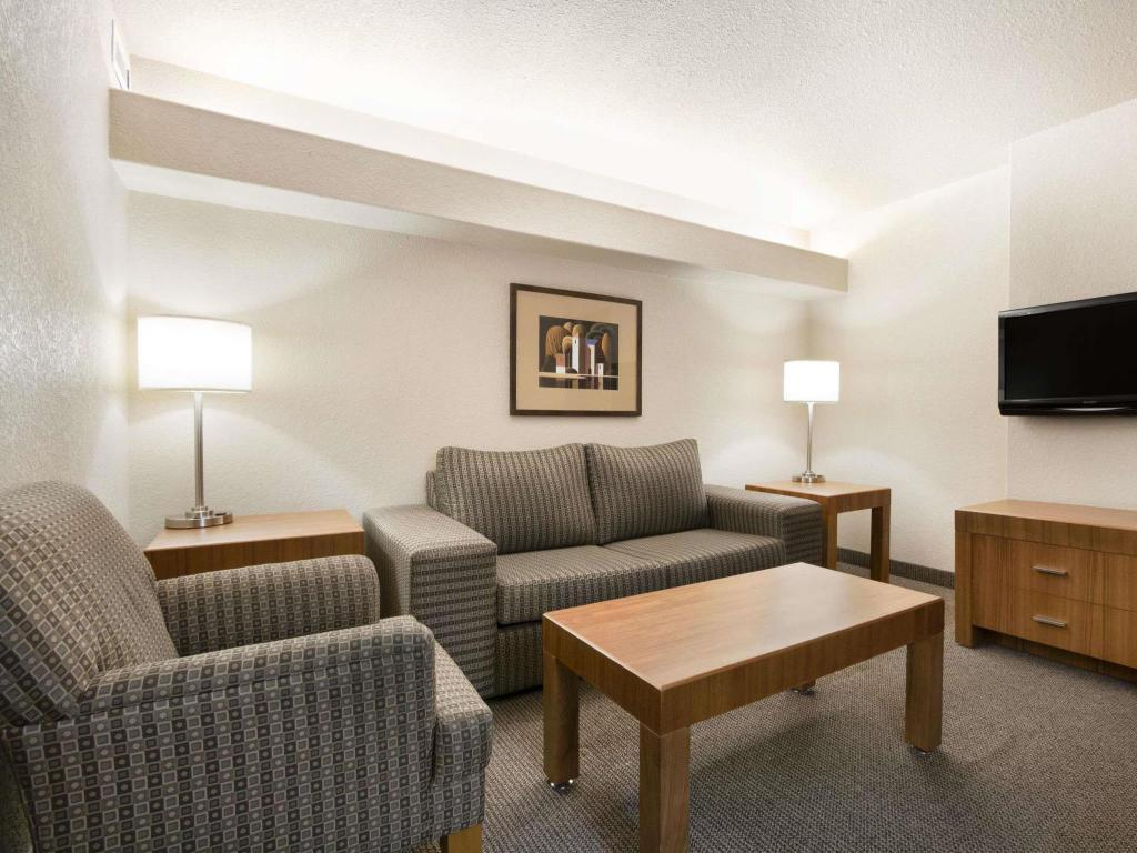 Interior view Days Inn by Wyndham Calgary Airport