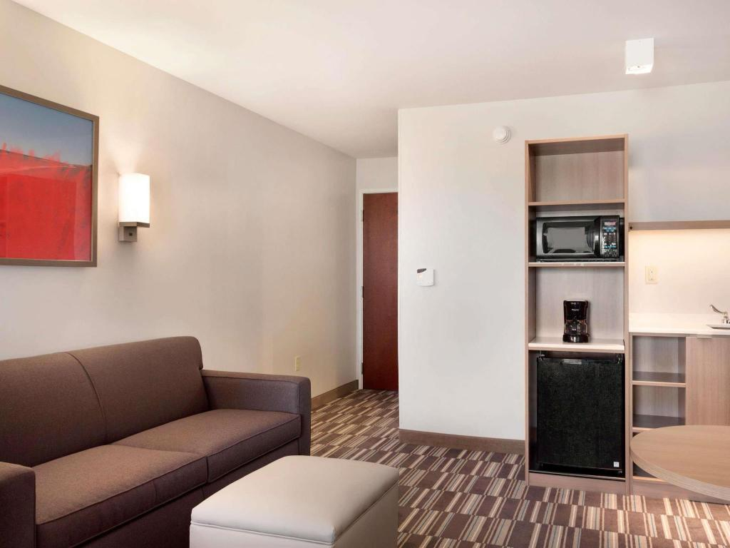 Tampilan interior Microtel Inn & Suites by Wyndham Georgetown Delaware Beaches