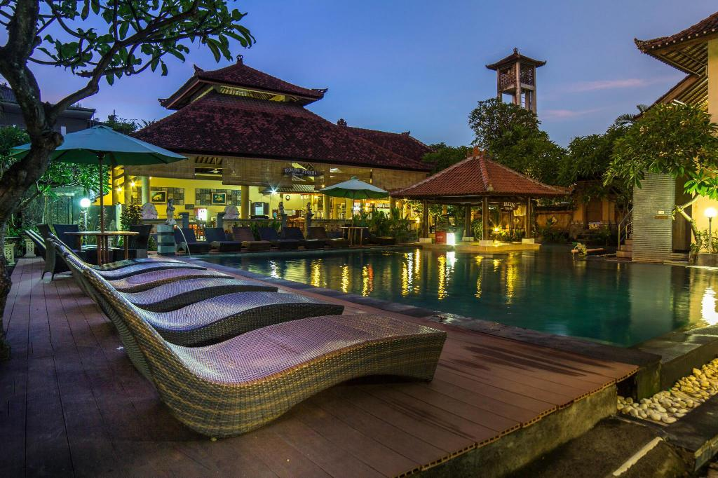 Swimming pool Bakung Beach Resort
