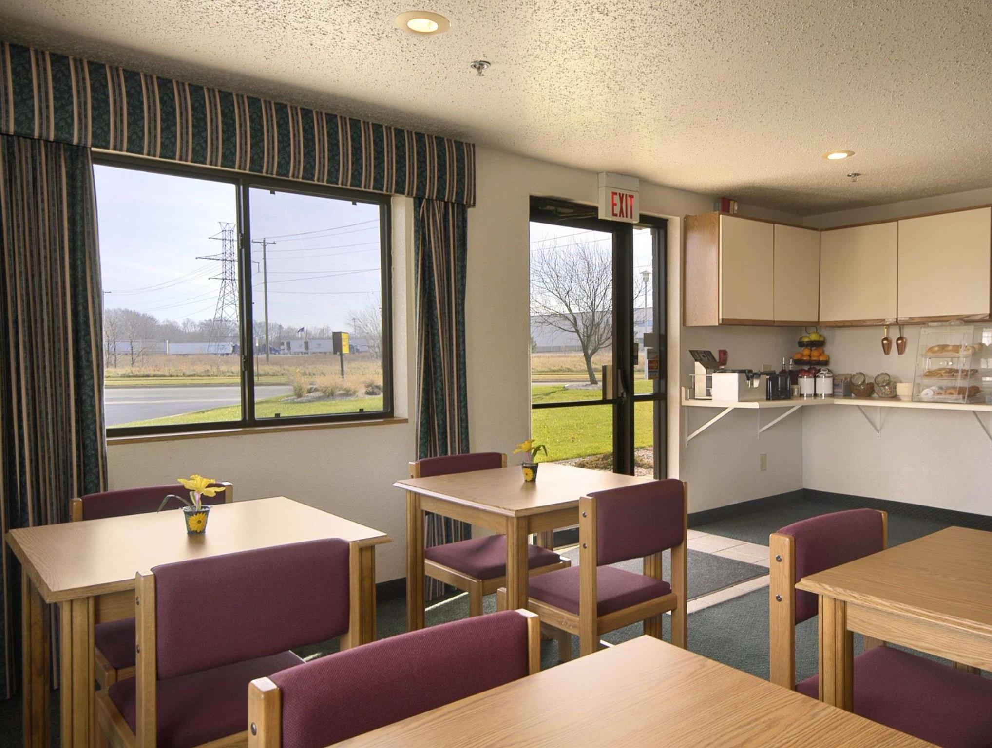 Travelodge by wyndham hudsonville in hudsonville mi room deals business queen colourmoves