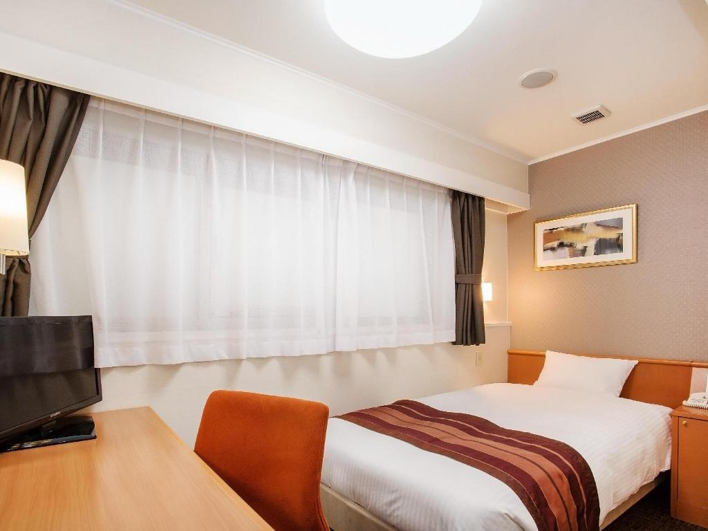 Economy Single Room in Annex - Smoking - Guestroom Hotel Hokke Club Fukuoka