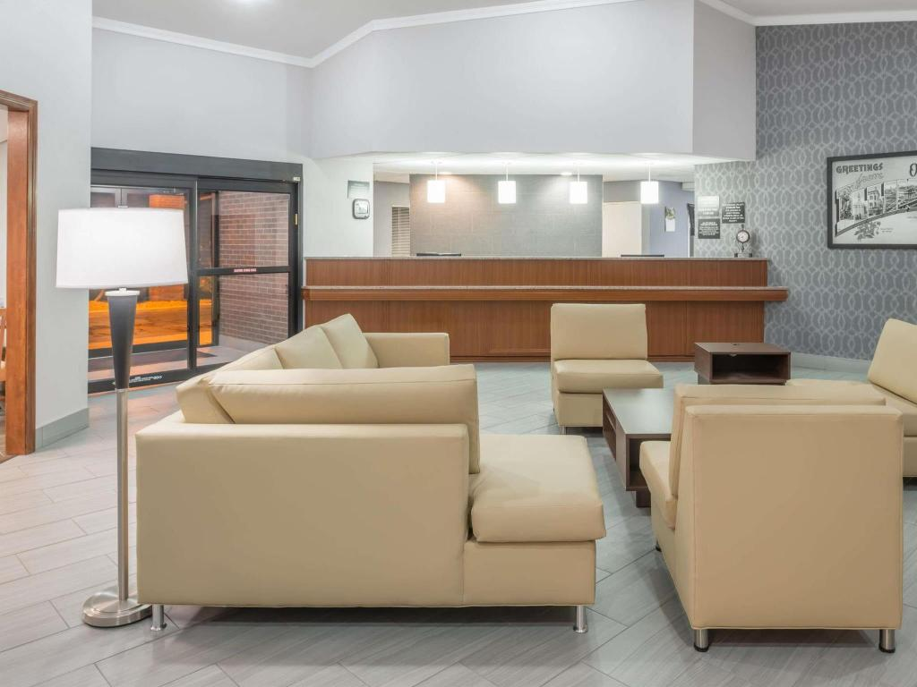 Lobby Super 8 By Wyndham O'Fallon