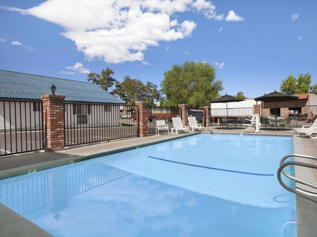 Swimming pool [outdoor] Super 8 by Wyndham Susanville