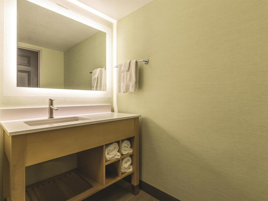 Kamar Mandi La Quinta Inn San Francisco Airport North