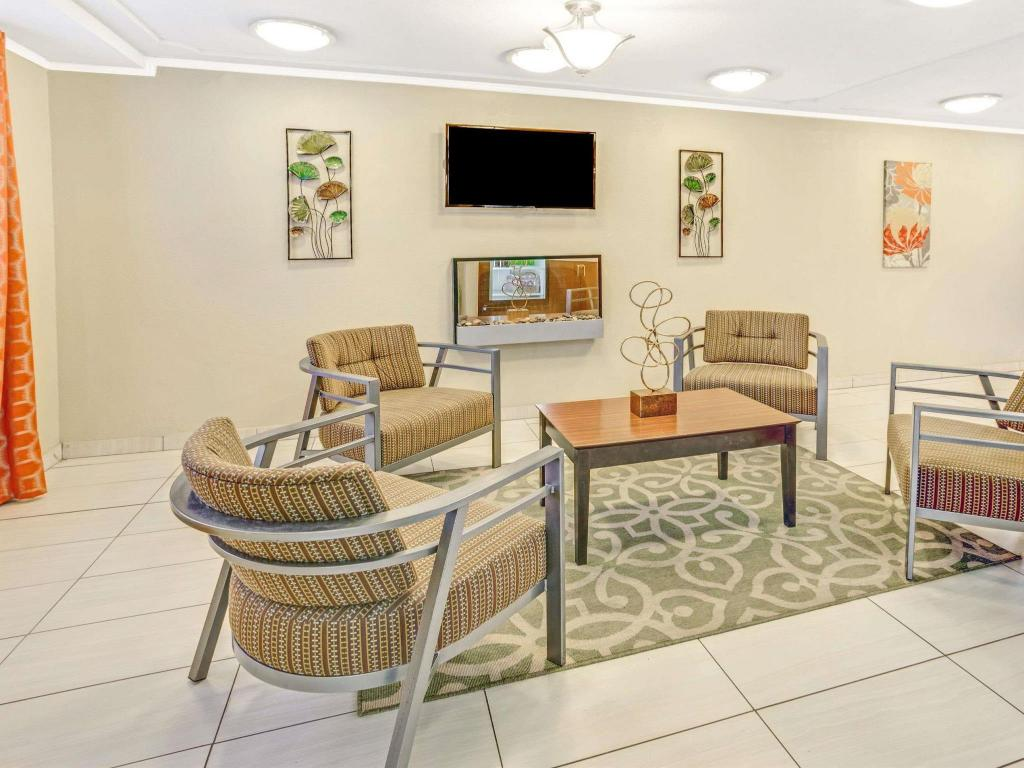 Vista interior Super 8 By Wyndham Indianapolis West
