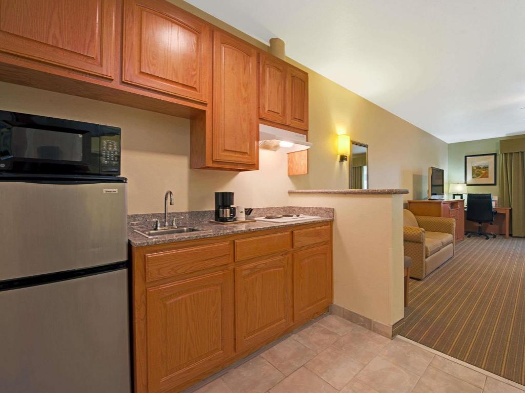 Super 8 By Wyndham Austin/Airport North in Austin (TX) - Room Deals ...
