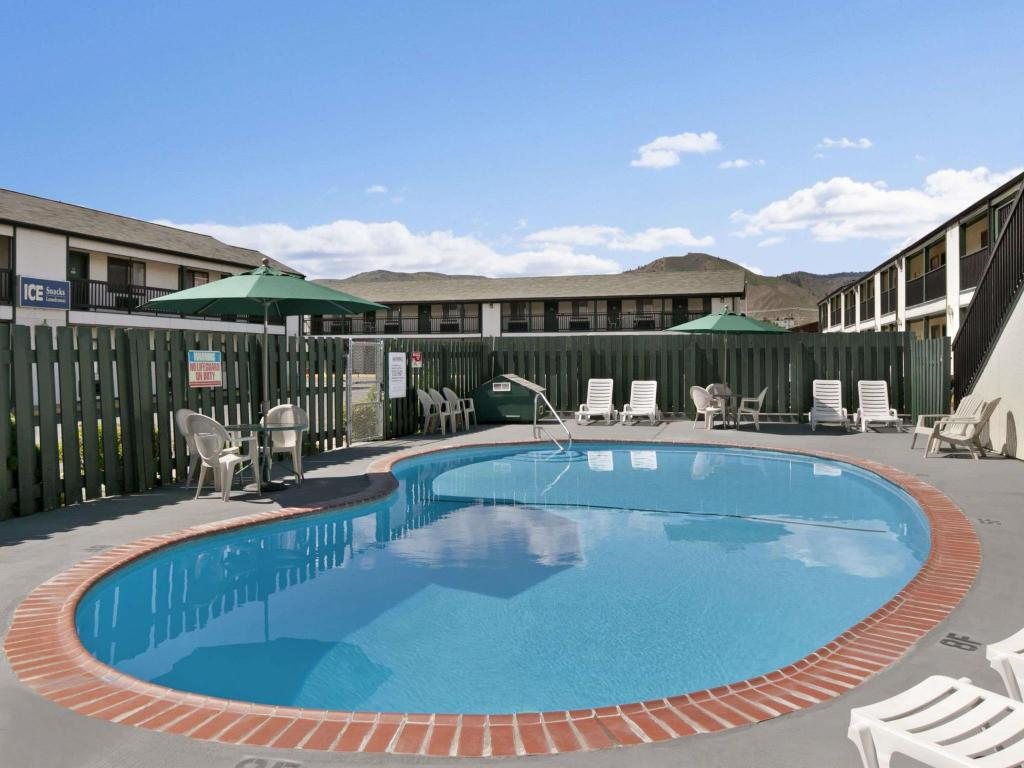 Swimming pool Travelodge Wenatchee