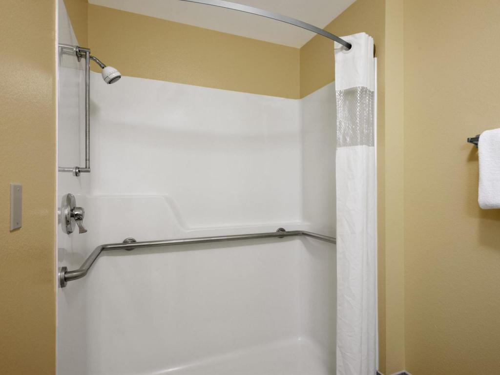 Baño Travelodge by Wyndham Wenatchee