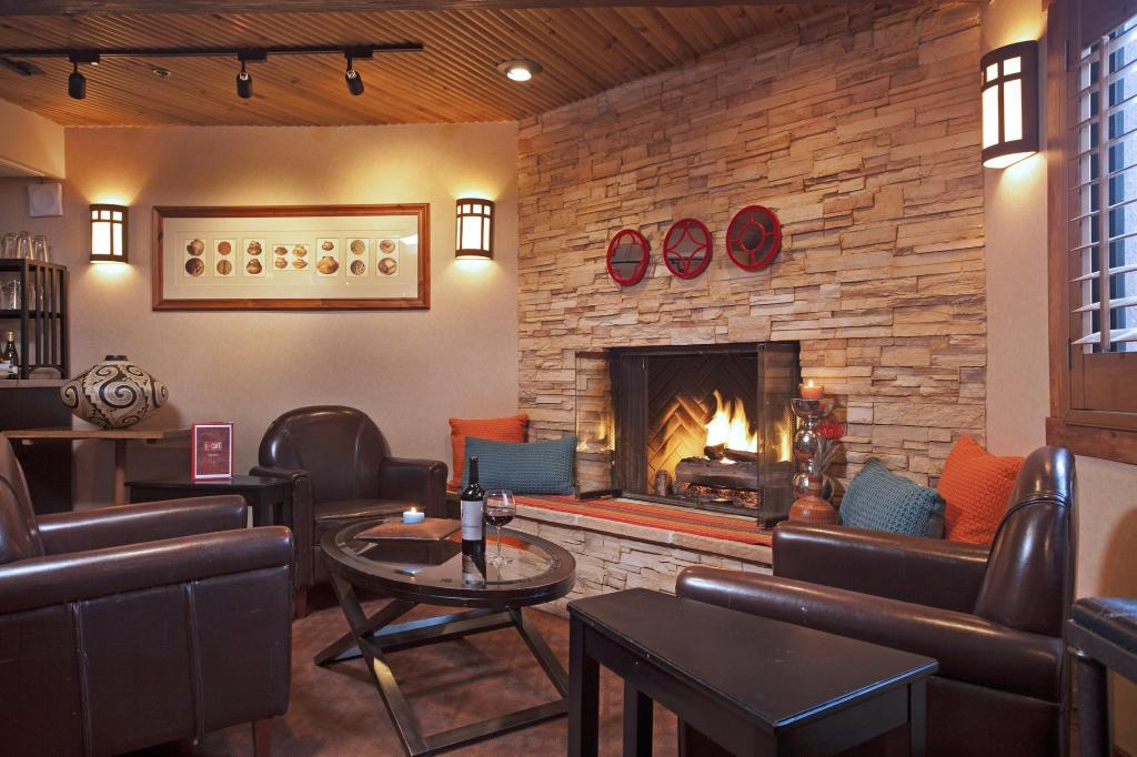 Lobby SureStay Collection by Best Western Inn at Santa Fe