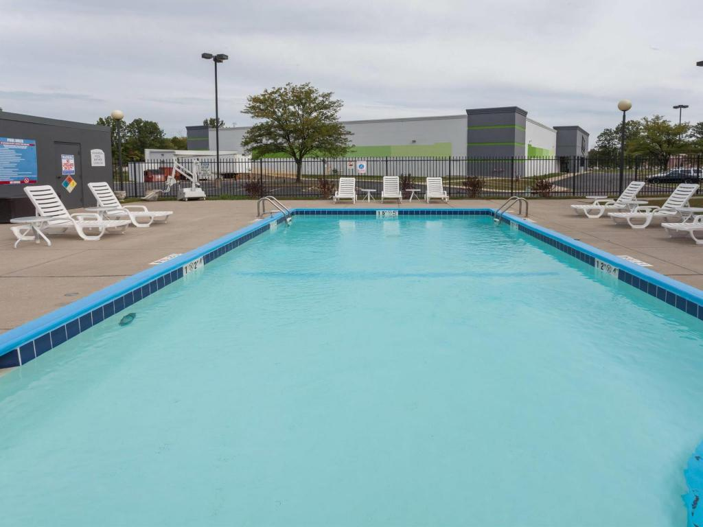 Swimmingpool Baymont by Wyndham Fishers / Indianapolis Area