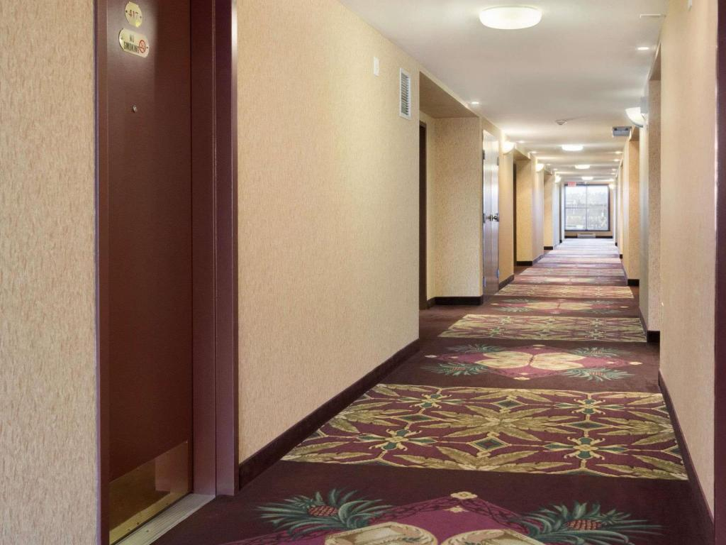 Vista interior Days Inn & Suites by Wyndham Langley