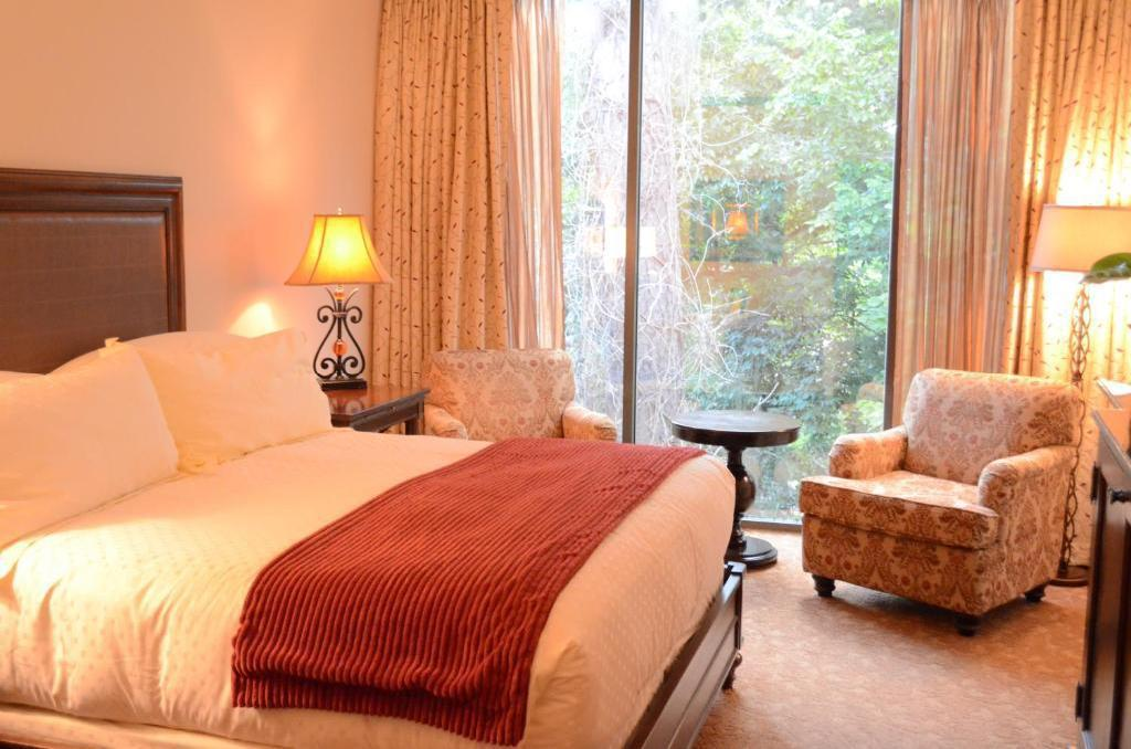 Concierge level, Guest room, 1 King The Houstonian Hotel, Club & Spa
