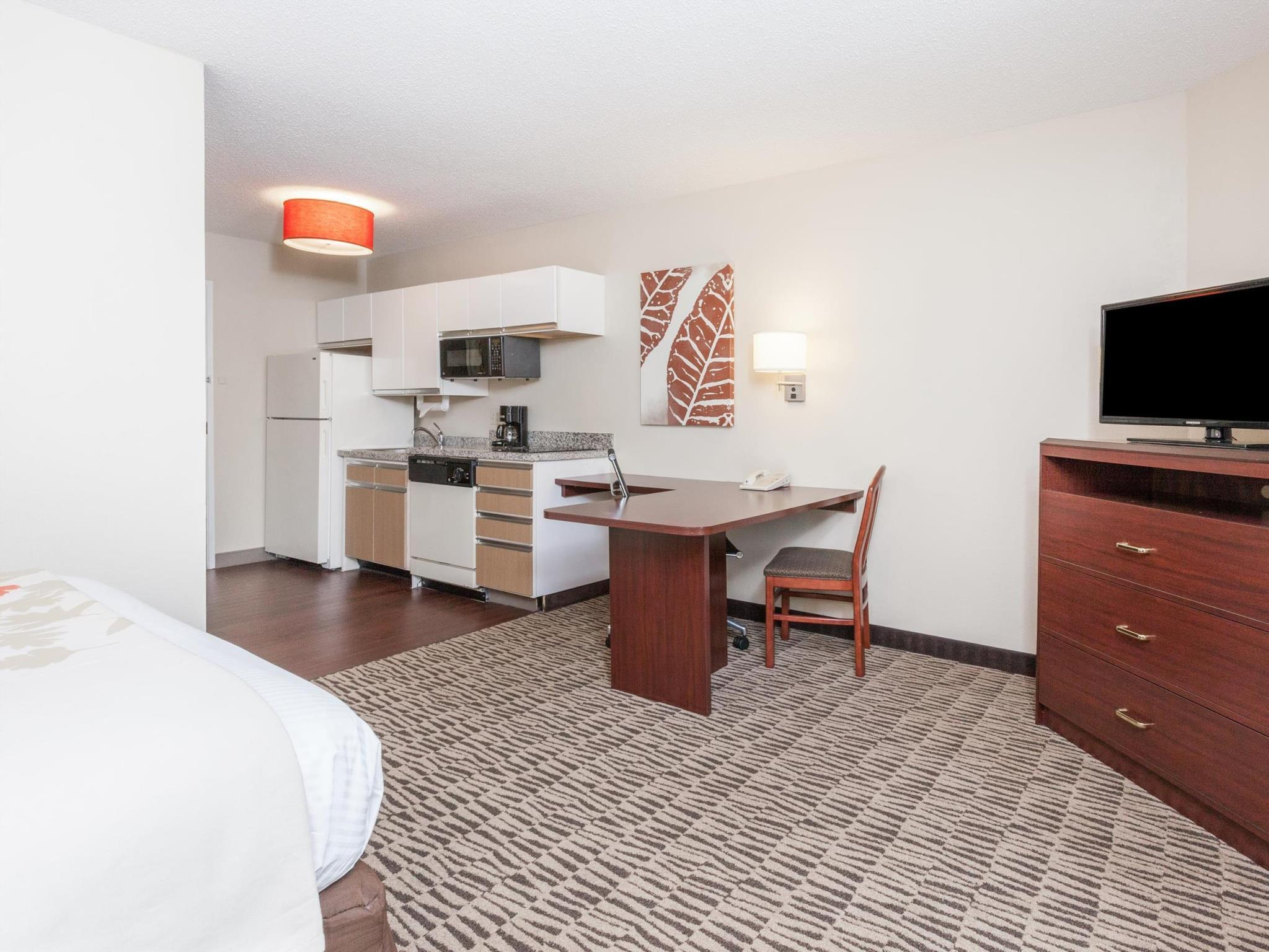 1 Queen Bed One-Bedroom Suite Non-Smoking